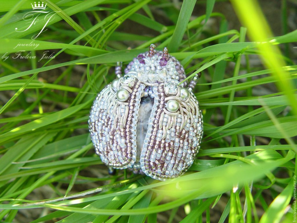 858f61743adad3297cf9357a8aiq-needlework-brooch-beetle-amethist