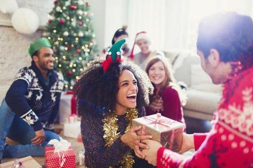 交換禮物一般都以輕鬆發笑為主,但送給另一半就必須花多點心思了