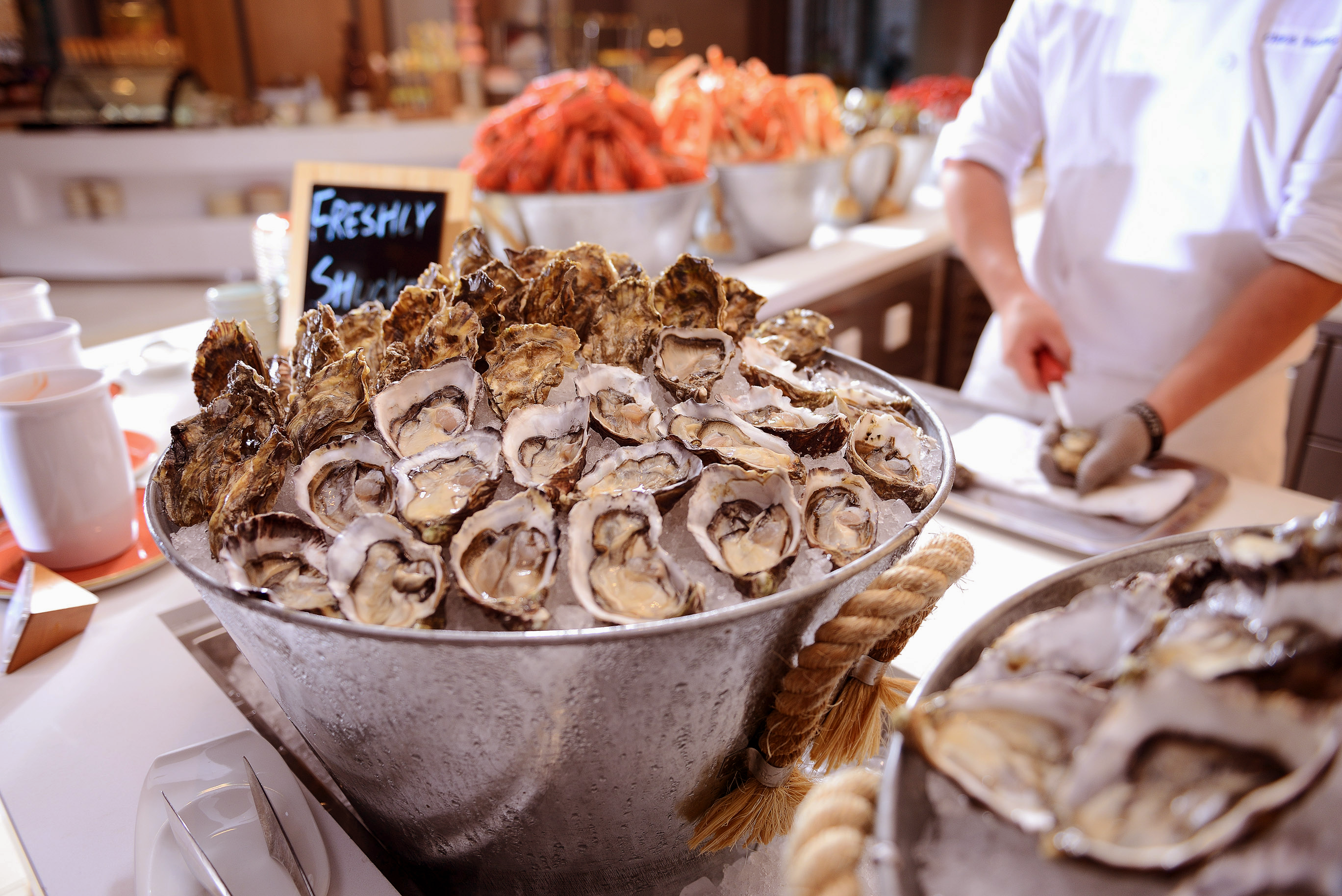 the-place-freshly-shucked-oysters-1_-%e6%96%b0%e9%ae%ae%e4%be%9b%e6%87%89%e7%9a%84%e6%99%82%e4%bb%a4%e5%8d%b3%e9%96%8b%e7%94%9f%e8%a0%941