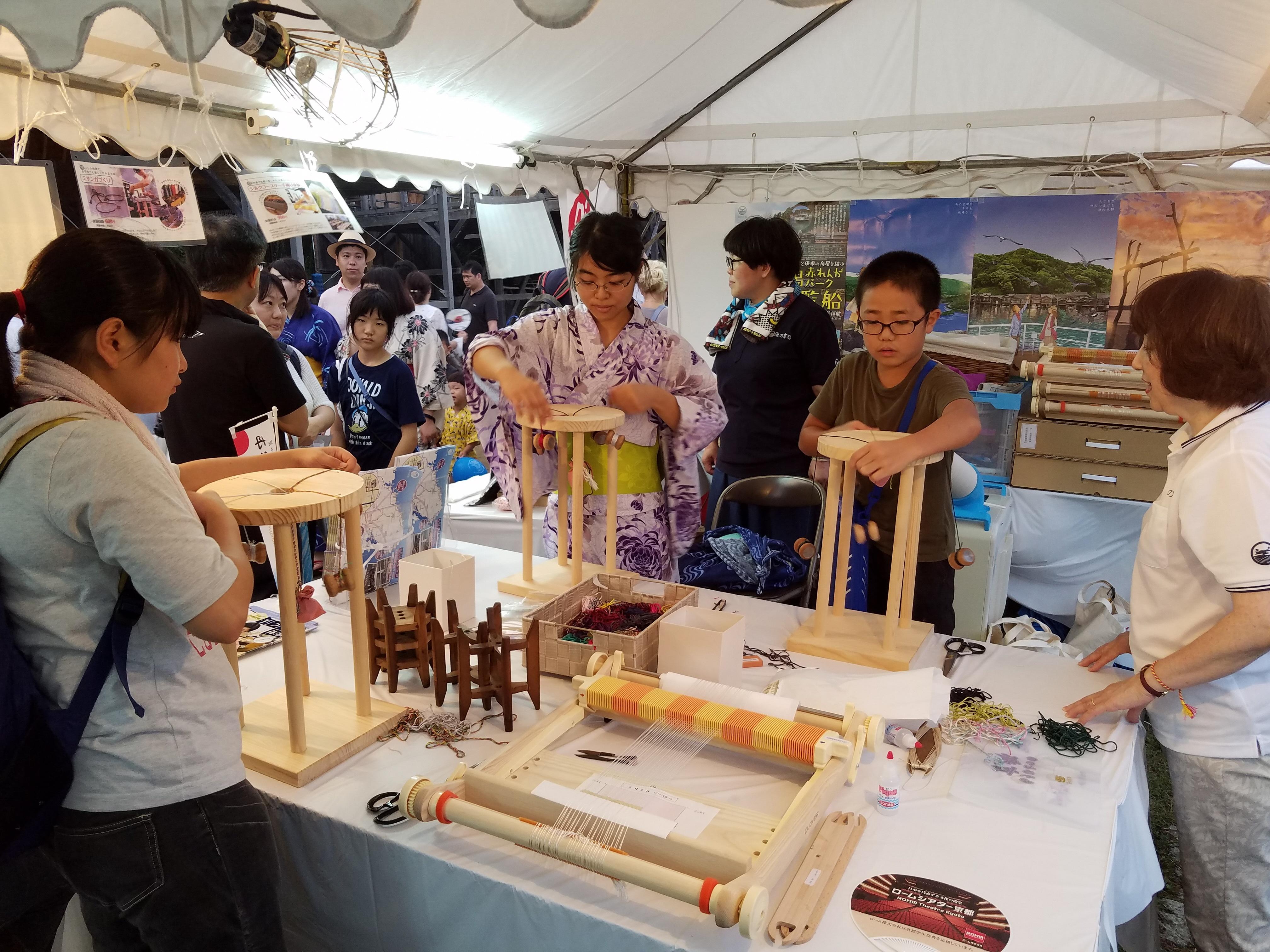 13:00-15:00 以京都丹後高級絲織品名產「縮緬」製作手繩小物,體驗京都傳統手工藝的魅力。
