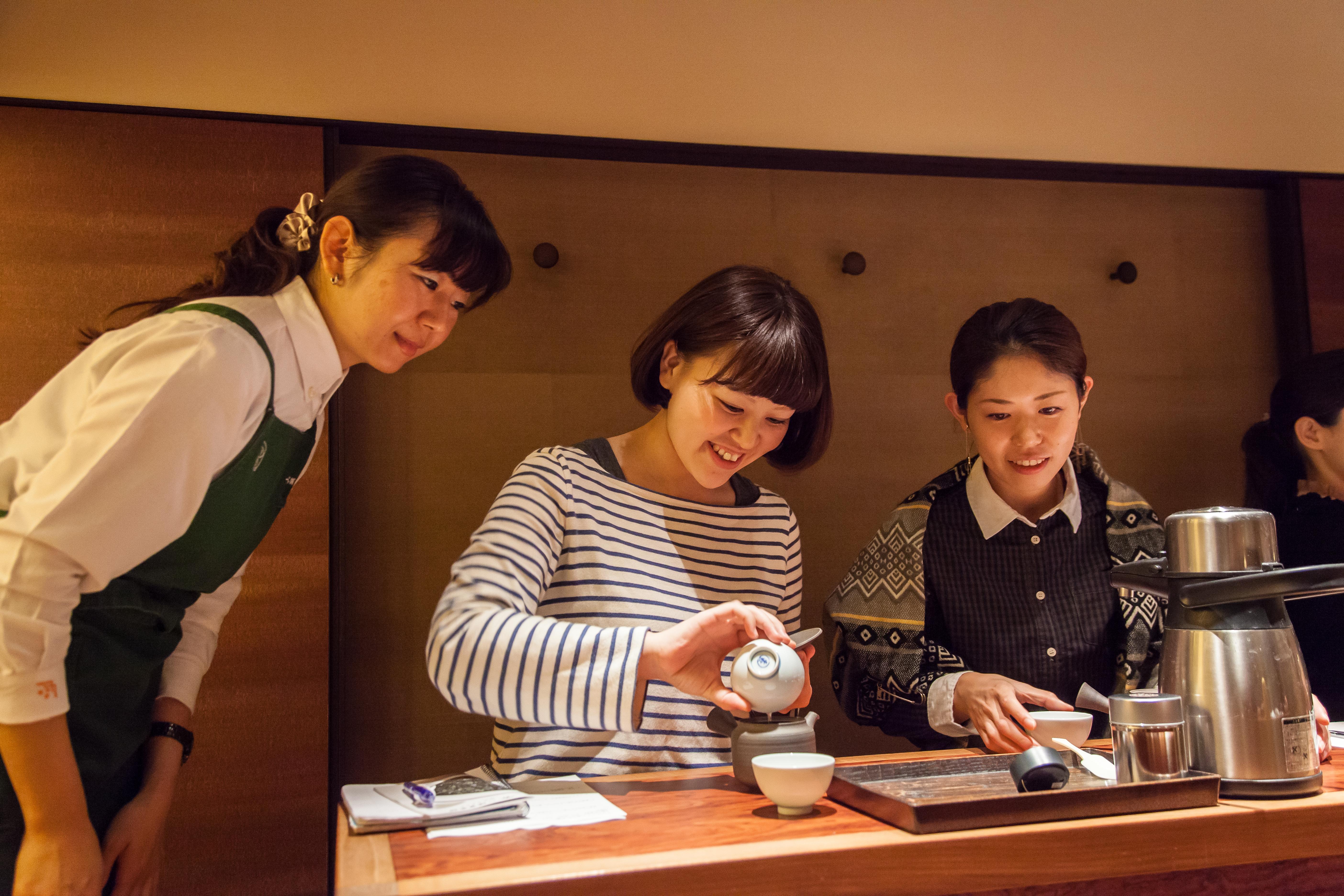 13:00 - 16:00 擁有300年歷史的日本茶專門店遠赴來港與大家分享泡茶技巧及品嚐日本茶的樂趣。