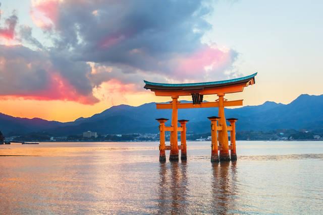 廣島名勝之一:厳島神社 鳥居。