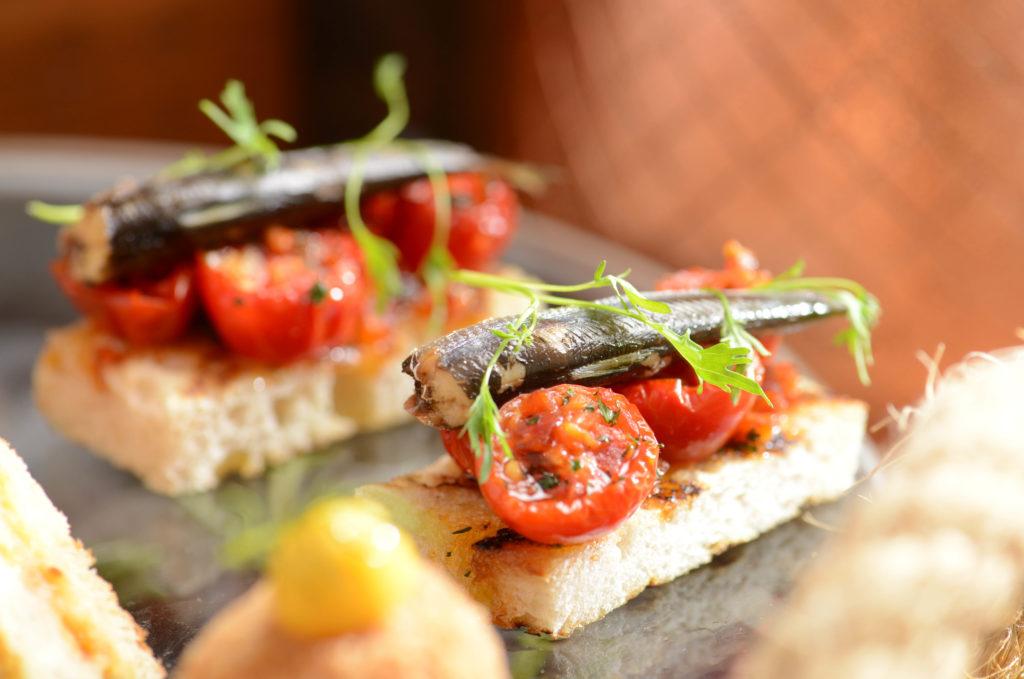 莎莎醬西班牙沙甸魚配蒜蓉脆多士