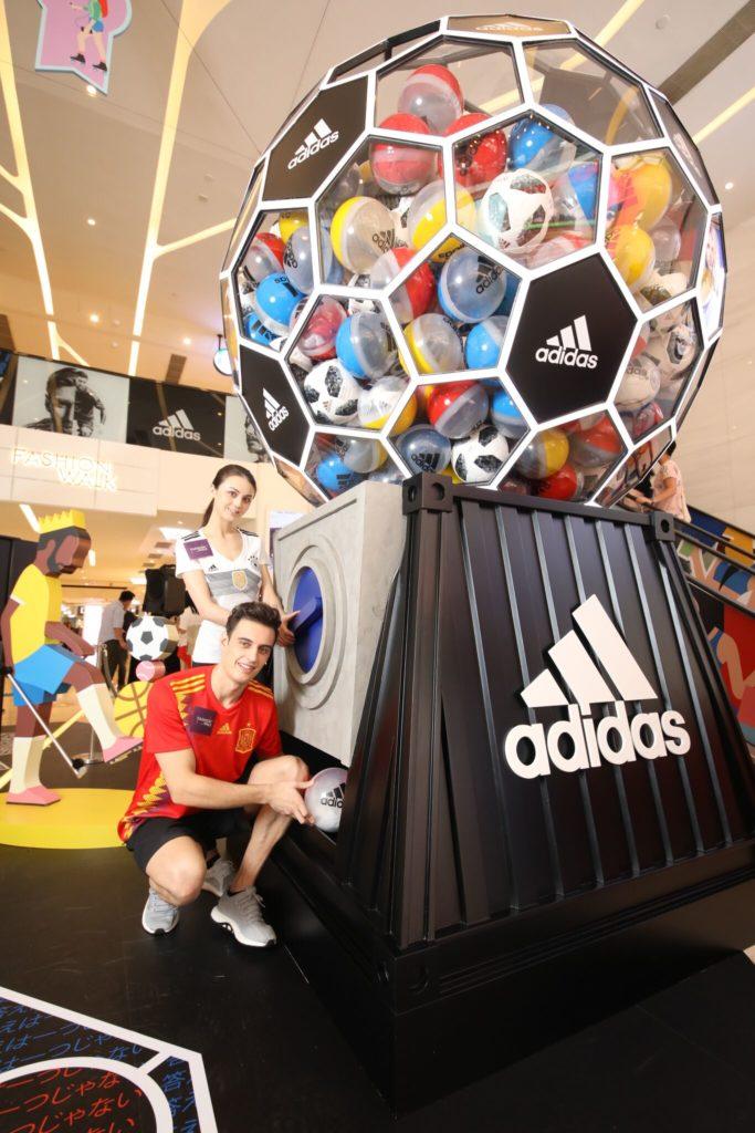 fashion-walk-x-adidas-ultimate-football%e5%b7%a8%e5%9e%8b%e8%b6%b3%e7%90%83%e6%89%ad%e8%9b%8b%e6%a9%9f_2_preview