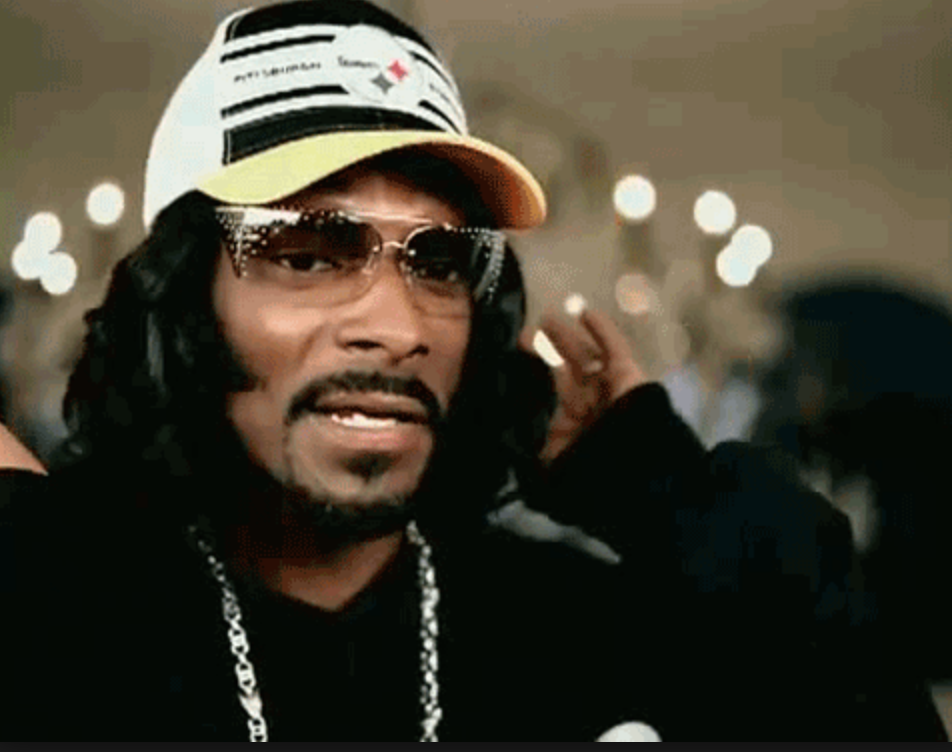 Snoop Dogg 同 Wiz Khalifa唔單止係hip hop界既OG,亦都係透明眼鏡Fashion鼻祖。好耐以前佢地拍MV就己經成日用透明眼鏡打造gangster 造型。